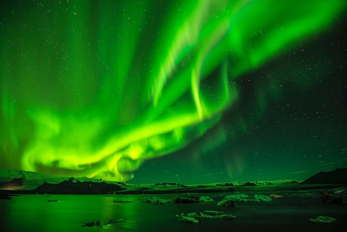 where is the best place to photograph the northern lights in Iceland