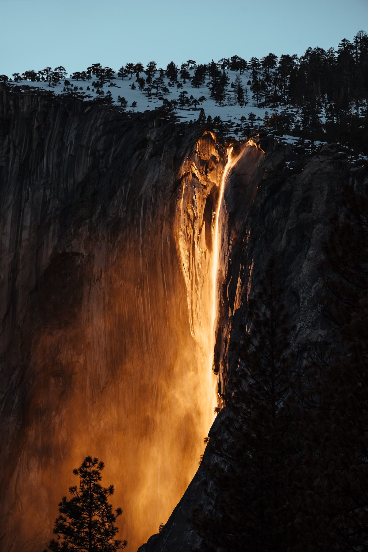 whats the best time to shoot the yosemite fire fall? yosemite wall that looks like fire where is it and when to shoot it